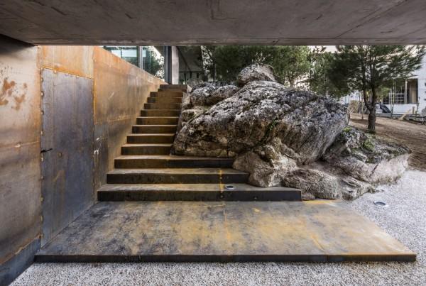 rocks house_0374